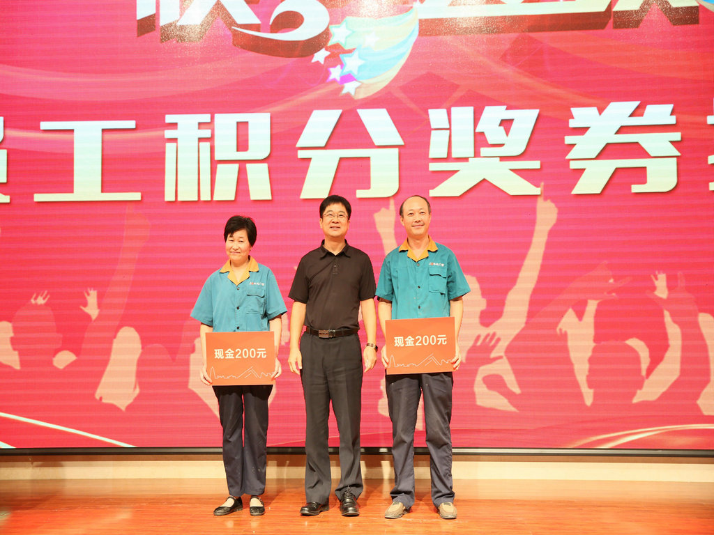 General Manager Wu Weiyun awarded the first prize